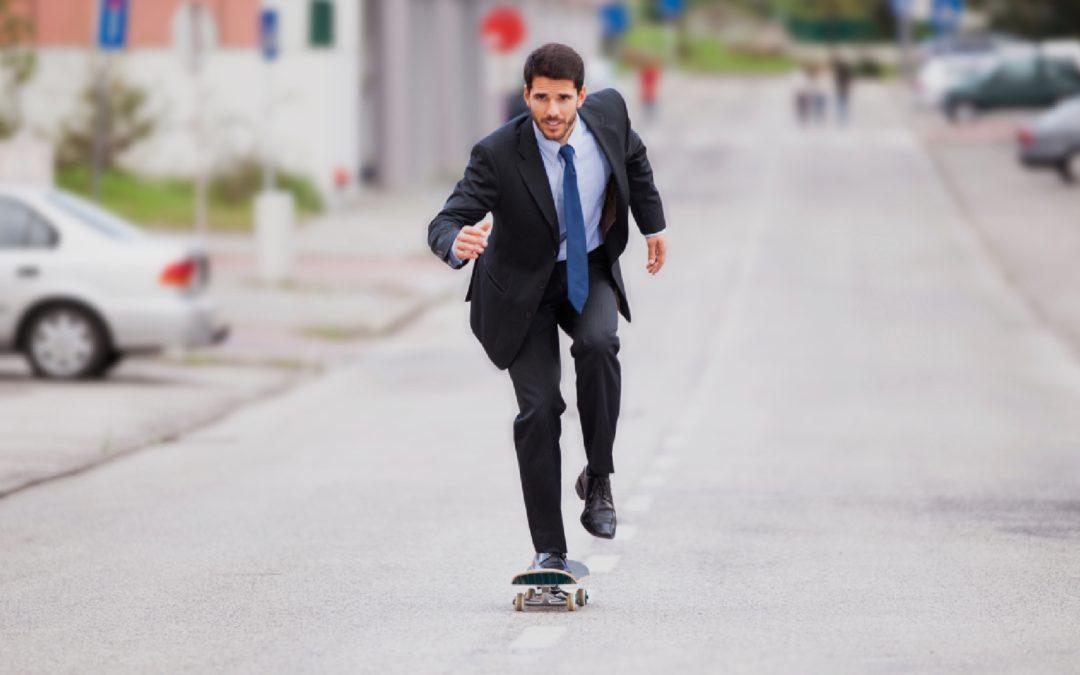 Êtes-vous un leader agile? - Unique coaching - leader qui fait du skateboard